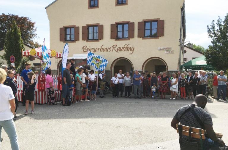 Besucher des Bürgerfestes Raubling