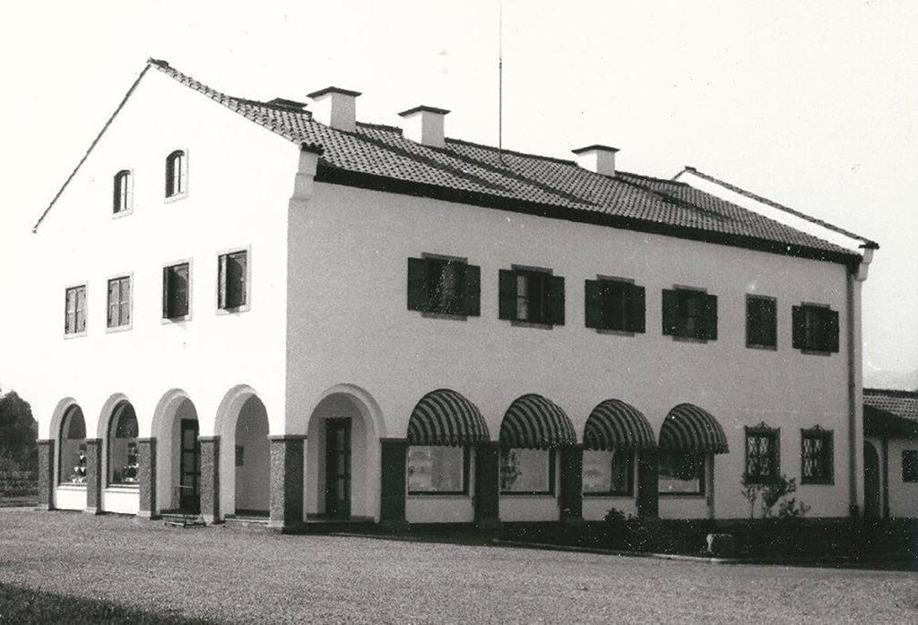 Historische Schwarzweisaufnahme des Hauses im Holzbreitenweg 6-8